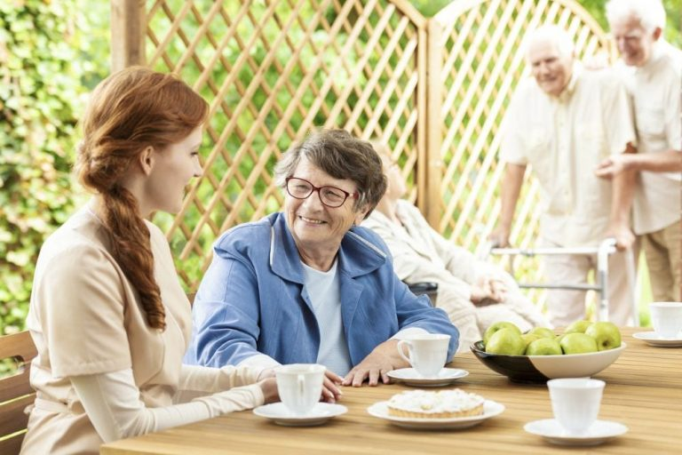 snack-time-with-the-elderly-on-the-patio-of-a-8WDPRNV-768x512